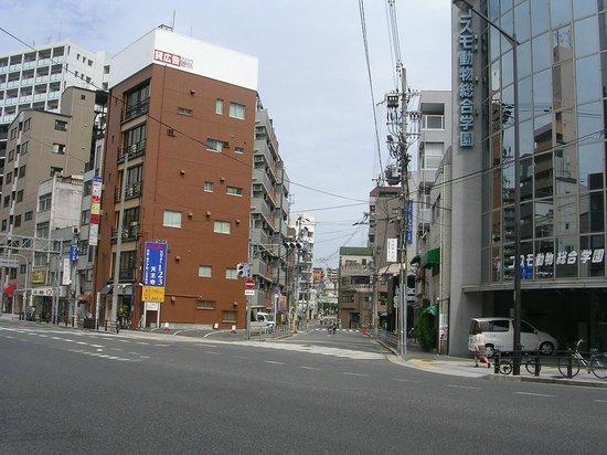 Hotel 1-2-3 Tennoji: ホテルへの曲がり角