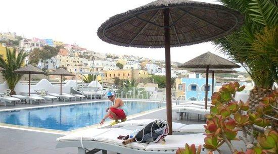 Rena's Rooms & Suites : Hotel Pool