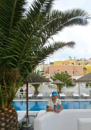 Rena's Rooms & Suites : Me n the Pool