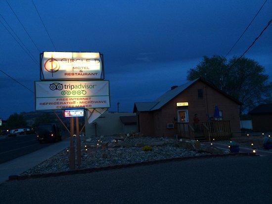 Circle D Motel: Hotel sign