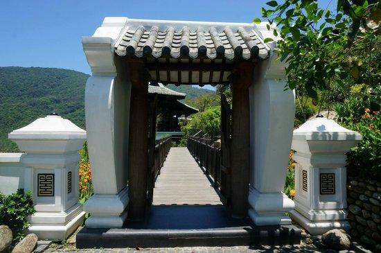 InterContinental Danang Sun Peninsula Resort : Elegant gate
