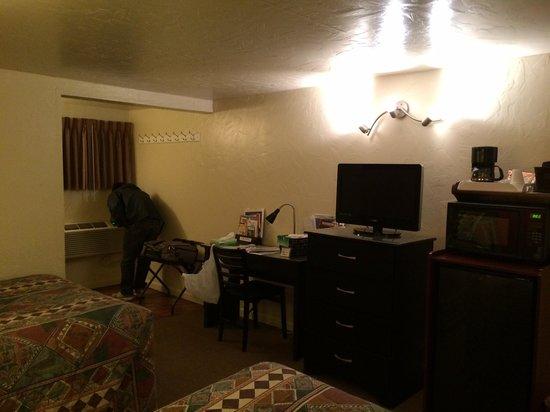 Circle D Motel : Room 25