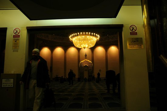 London Central Mosque: The main prayer hall