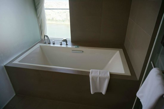 Novotel Danang Premier Han River : Kohler bath
