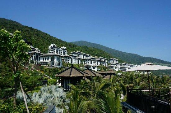 InterContinental Danang Sun Peninsula Resort : View from long pool