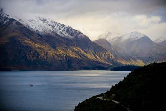 โรงแรมอาซูร์: Awesome view of Lake Wakatipu and the TS Earnslaw