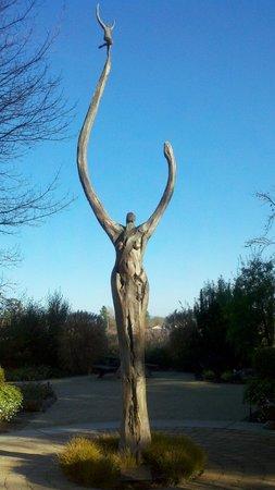 DeLoach Vineyards: DeLoach Winery Statue