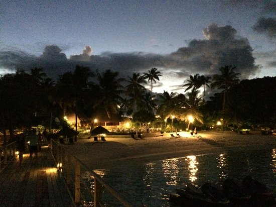 InterContinental Bora Bora Le Moana Resort : Hotel at night