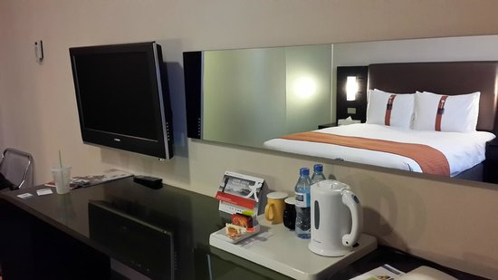 Holiday Inn Express Taichung Park: 電視區