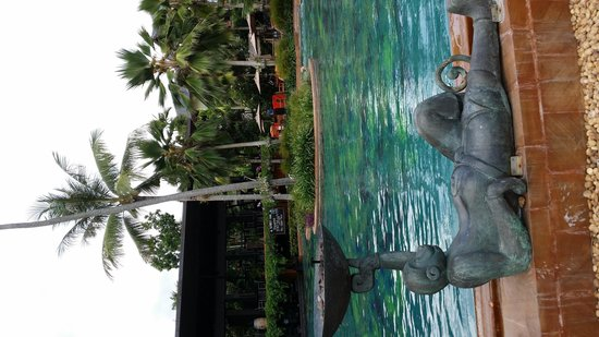 Anantara Bophut Koh Samui Resort : swimming pool with bubble Jacuzzi