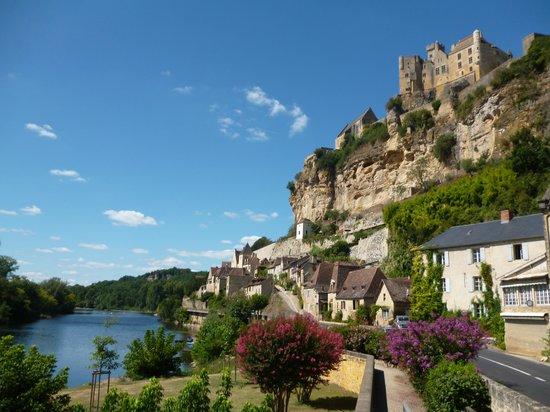 Chateau de Beynac: Вид из долины на замок