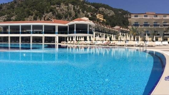 Montebello Resort: view from pool bar