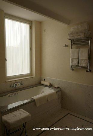 Belmond Hotel Cipriani: Clean bathroom