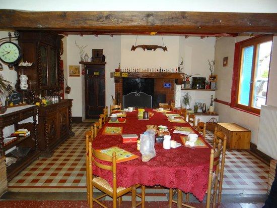 ENCATELLO : salle a manger