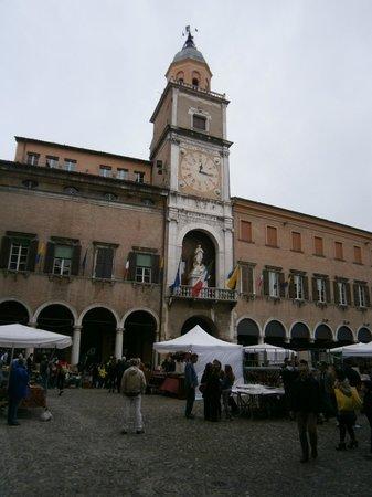 Piazza Grande : Palazzo Comunale