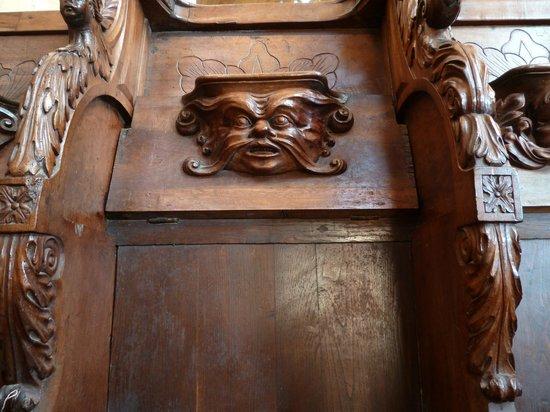 Cathédrale Saint-Sacerdos  : Фигурка на хорах