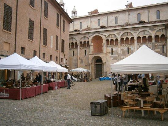 Piazza Grande : Con mercato 2