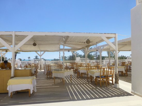 El Mouradi Djerba Menzel : La terrasse du restaurant principal