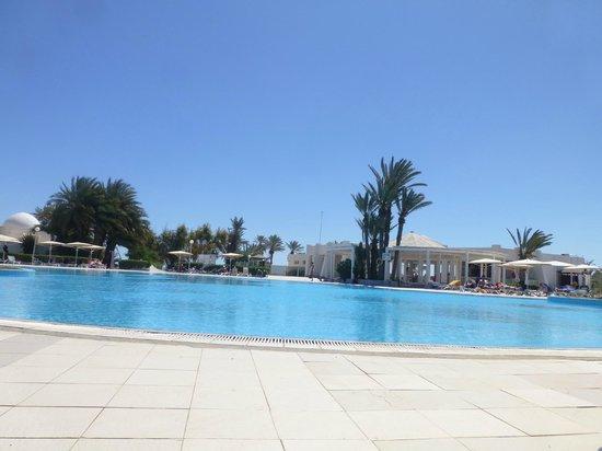 El Mouradi Djerba Menzel: La piscine