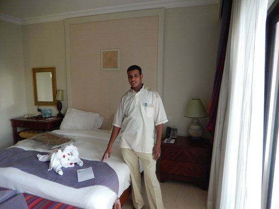 The Palace Port Ghalib : Mr. Ahmed Hemdan with one of his creations