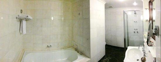 Lilianfels Blue Mountains Resort & Spa : The bathroom