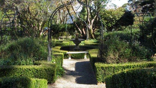 Lilianfels Resort & Spa - Blue Mountains: Garden setting