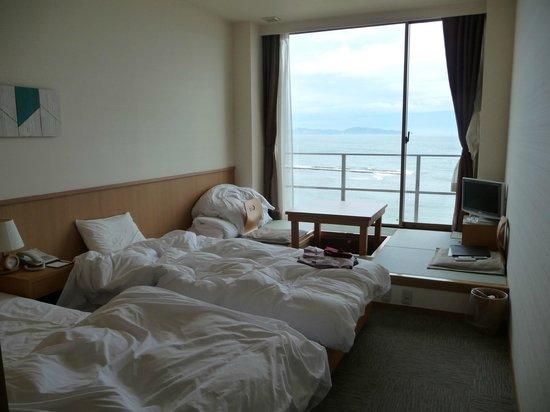 Bayside Square Kaike Hotel: オーシャンビューとツインベッド+堀ごたつ