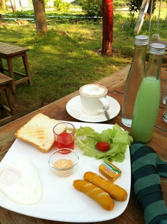 Porploen Hip Resort @Suan Phung: อาหารเช้าอิ่มอร่อย