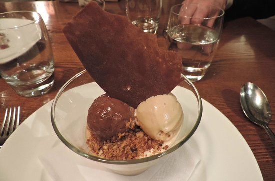 The Royal Oak : Bitter Chocolate Mousse with ice cream