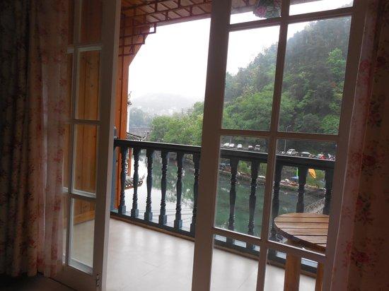 Shanjian Xishui Inn: River view - the main selling point!