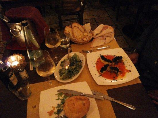 Portonaccio : Medaglione di maiale in baule si pane e crema ai porcini e baccalà con crema di peperoni e olive