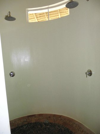Navutu Dreams Resort & Wellness Retreat: Shower