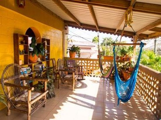 Tia Maria Guesthouse: Communal Patio