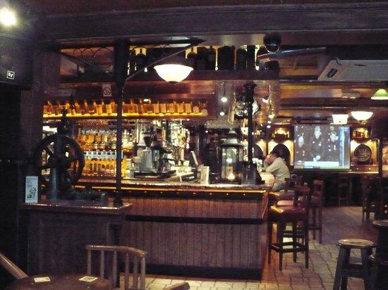 Blooms Hotel: The VAT House Pub.