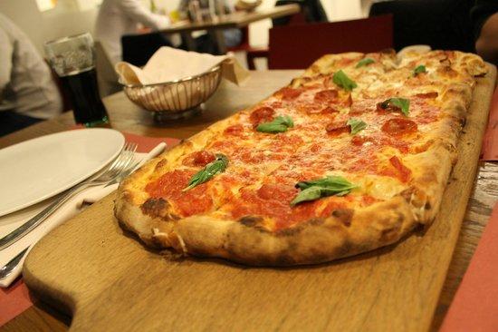 Pizzeria & Ristorante Bella Napoli: pizza al metro