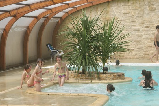 Camping Le Moulinal : piscine couverte