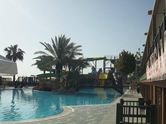 Alba Resort Hotel: piscine avec tobogans