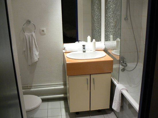 Appart'City Lille Euralille : good enough bathroom