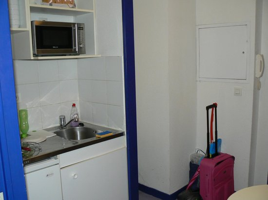 Appart'City Lille Euralille : pretty small kitchen