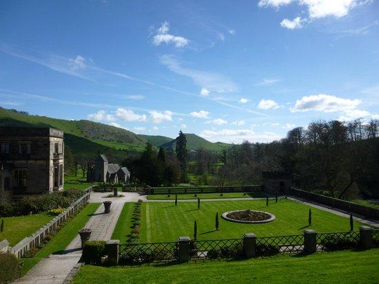Ilam Bunkhouse: Italian Garden at Ilam Park