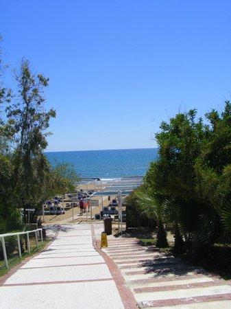 Alba Resort Hotel: accès à la mer