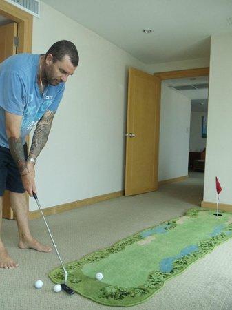 Baiyoke Sky Hotel: In room mini golf