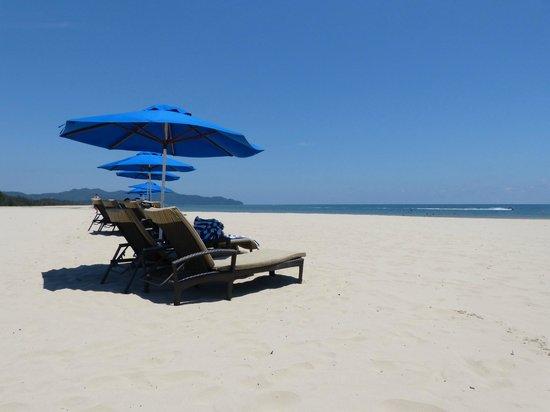 Beach - Shangri-La's Rasa Ria Resort & Spa: b