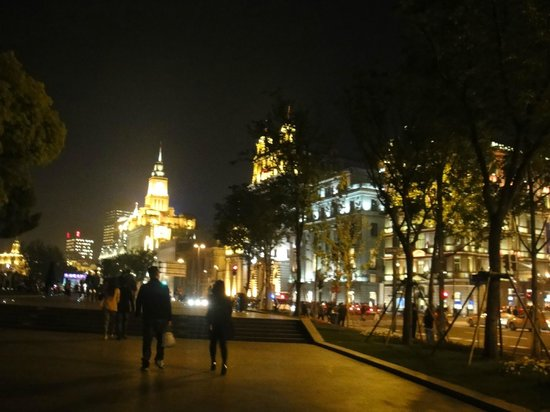 Bund International Architecture Exhibition: At night