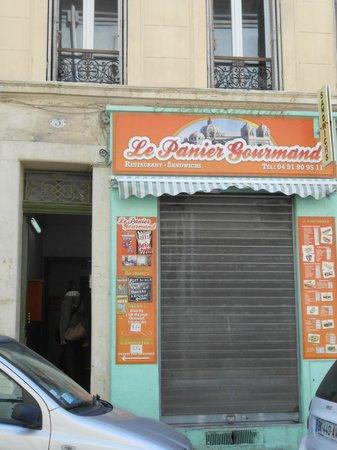 Le Panier Gourmand : ENTREE BIZARRE mais PASSEZ la PORTE c'est SUPER!!!!