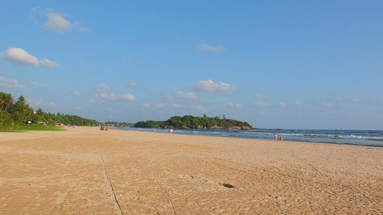 Heritance Ayurveda Maha Gedara : Endloser Strand vor dem Hotel