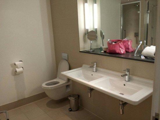 The Nadler Liverpool: Bathroom in secret garden suite