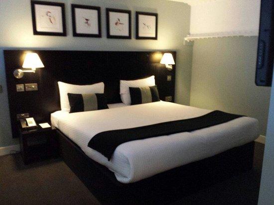 The Nadler Liverpool: The bedroom in the secret garden suite