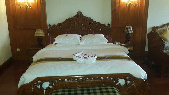 Borei Angkor Resort & Spa: Habitación de lujo