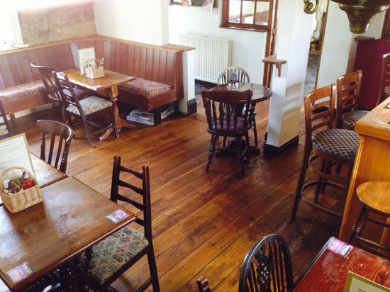 Eskdale Inn: Bar area with wood burning stove!